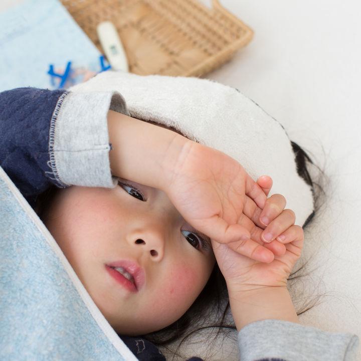 f51d6b16b67de 小児科医監修 2歳児の子どもの熱が下がらない。元気なときの対処法や ...