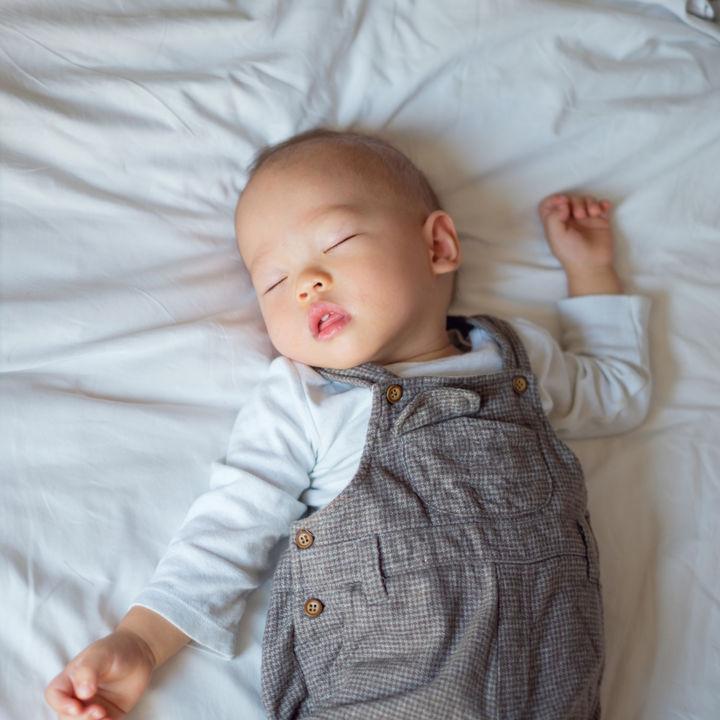 ベッドの掃除方法。マットレスやシーツ、掛け布団の掃除の仕方や簡単にするコツ