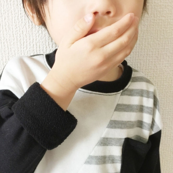【耳鼻科医監修】子どもの口臭は副鼻腔炎が原因?咳や鼻水もあるときは受診が必要?