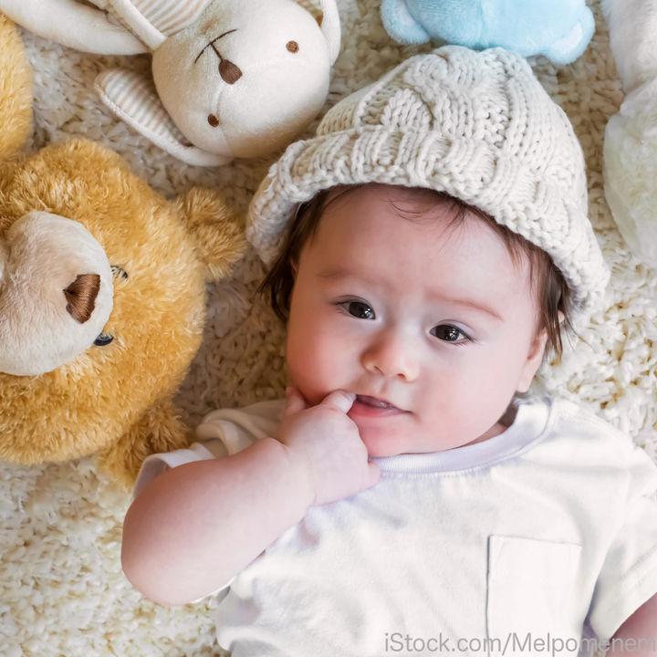 新生児や赤ちゃんの帽子のサイズや選び方。帽子を嫌がるときの対処方法