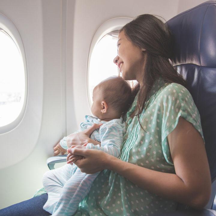 生後5ヶ月の赤ちゃんと飛行機に乗るとき。海外に行くときの工夫や耳抜きの方法