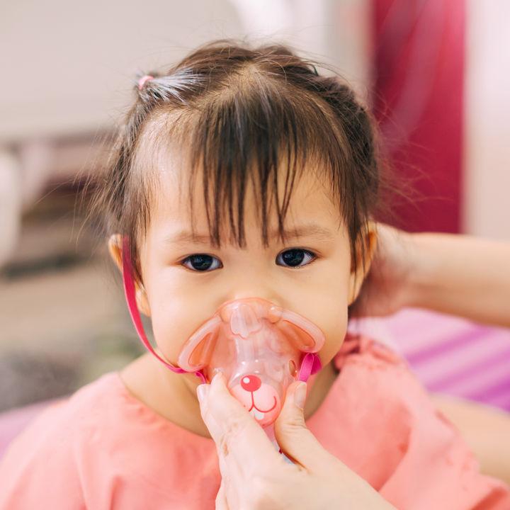 【小児科医監修】赤ちゃんや子どもの喘息。夜に咳が悪化する理由や季節や天気の関係など