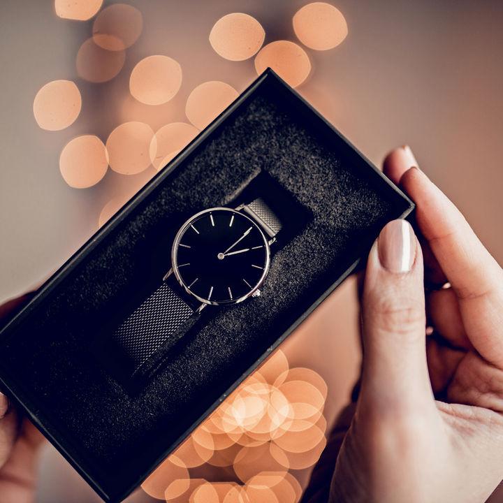 6年目の結婚記念日に喜ばれるプレゼントは?夫や妻への贈り物に添える英語の例文