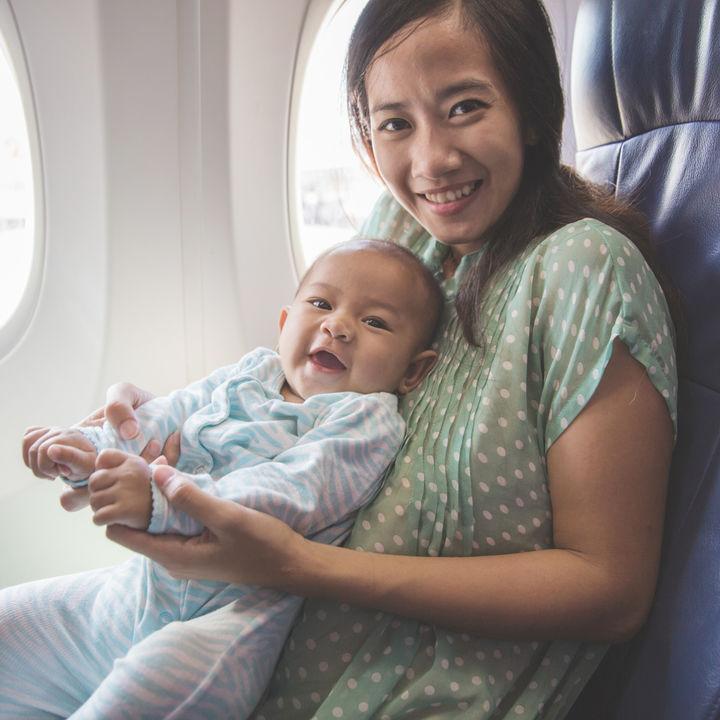 生後4ヶ月の赤ちゃんと飛行機に乗るとき。海外へ行くときの工夫や耳抜き方法
