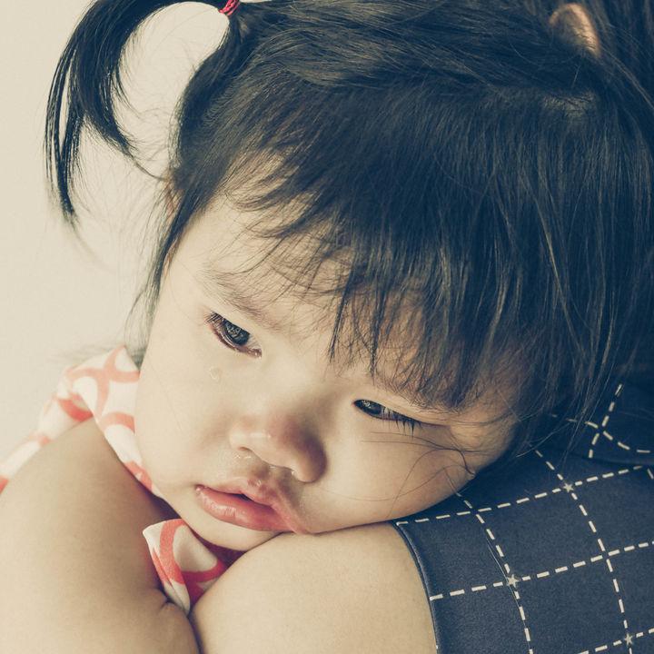 赤ちゃん返りはいつまで続く?ママたちにきく、子どもの様子や対応など