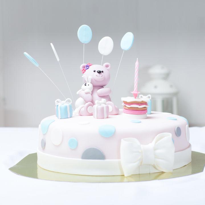 お七夜をケーキでお祝いしよう。プレートに書くメッセージやケーキの選び方