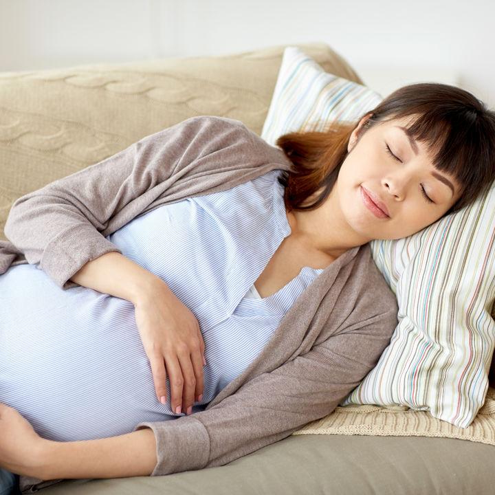 【体験談】つわりのときに楽な姿勢。妊娠初期から後期に楽だった体勢と気をつけたいこと