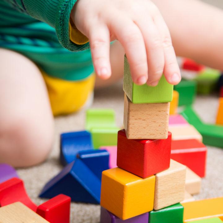 ブロックのおもちゃの選び方。年齢別にママたちが選んだブロックや遊び方