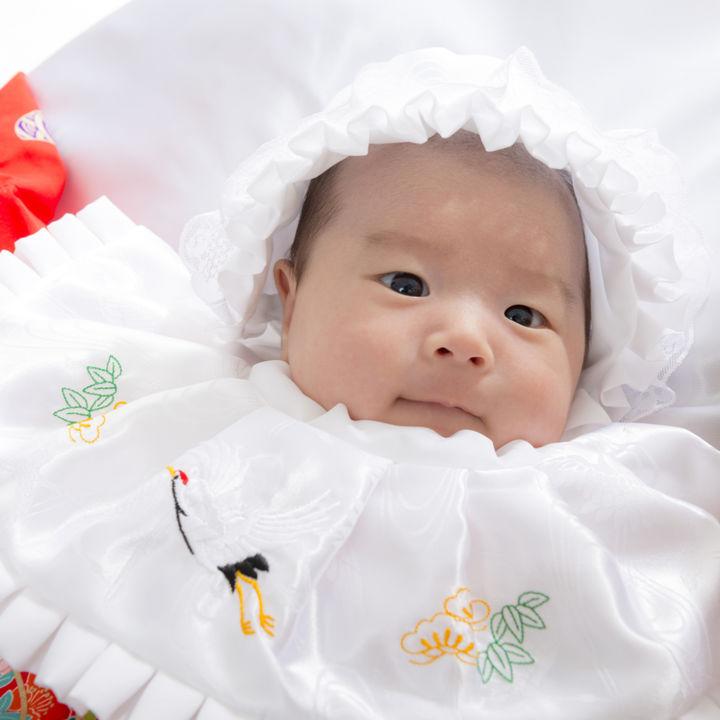 お宮参りの産着はレンタルと購入どちらがよい?産着の着方や男の子女の子別の選び方