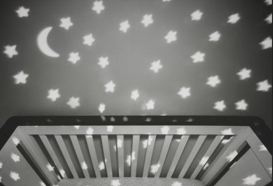 寝る時間の子ども部屋