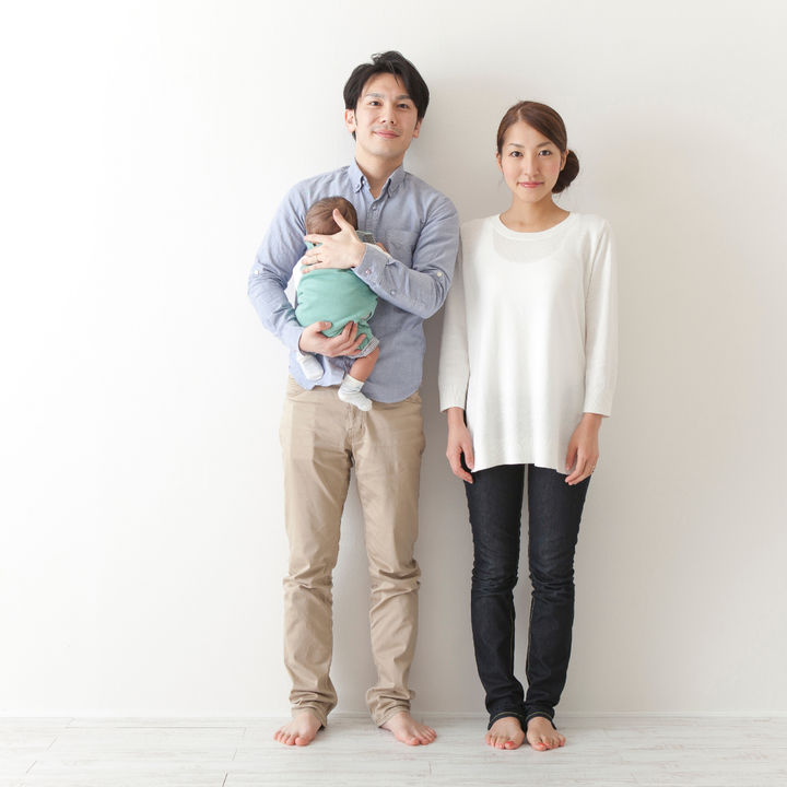 年賀状で使う家族写真のおしゃれなアイディア。ママたちに聞いた演出や工夫など