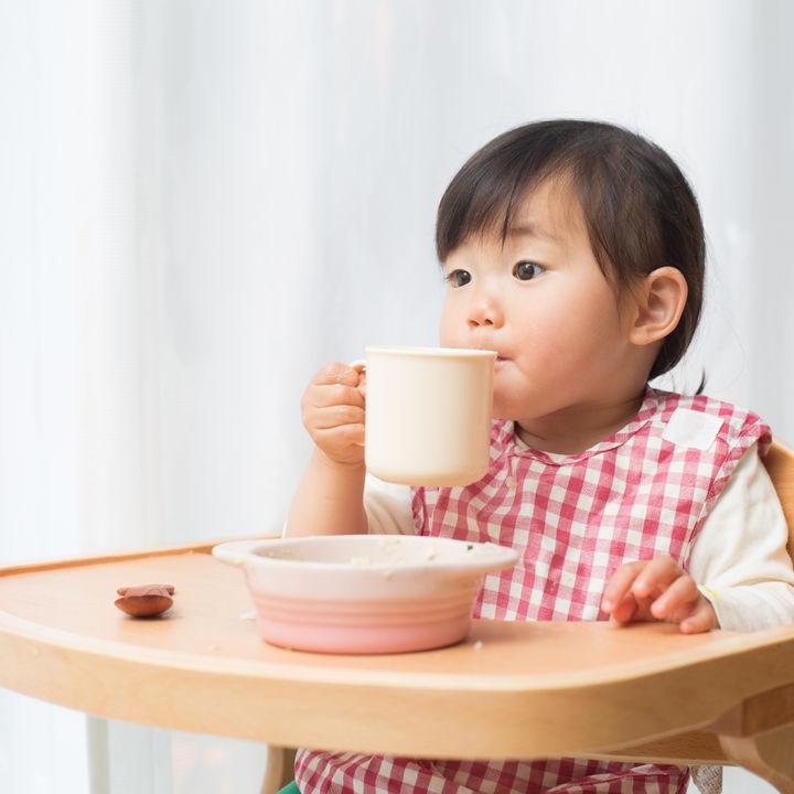 赤ちゃん用の椅子はいつからいつまで?取りつけタイプなど特徴にあわせた選び方