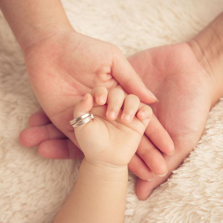 出産記念のプレゼントについて。ベビーリングや時計などママたちが選んだアイテム