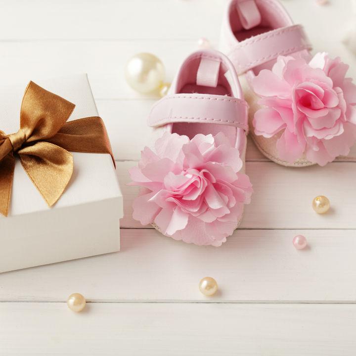 ママ友に贈る出産祝いの金額や選び方。二人目や三人目ならではの出産祝いを贈る工夫
