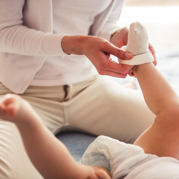 赤ちゃんの靴下はいつから?手作りなど用意の仕方やサイズや種類の選び方