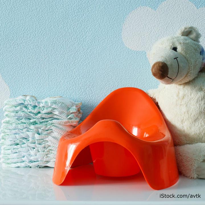 子ども用おまるの使い方や補助便座との違い。トイトレの手順や嫌がるときのコツ