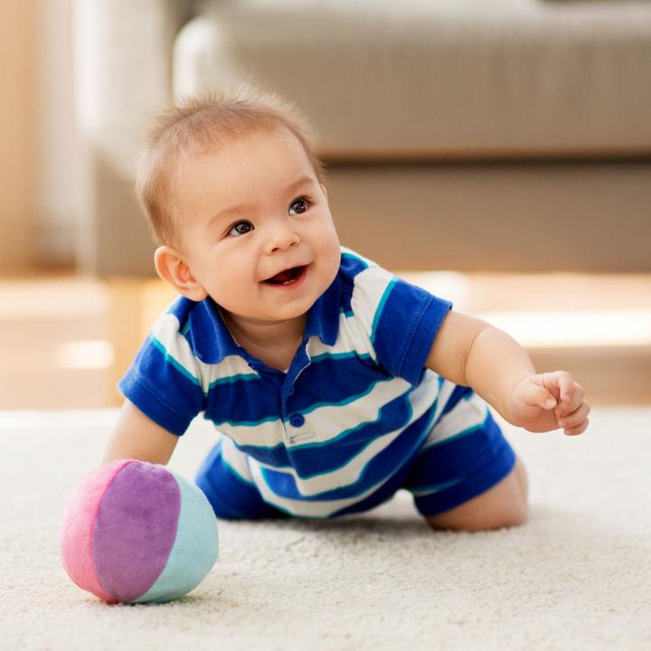 ハイハイ期のおもちゃ選び。ママたちのおすすめのおもちゃや手作りおもちゃなど