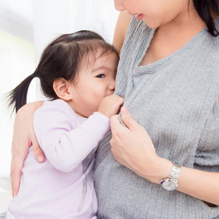 卒乳はいつした?ママたちがいつから考えたのかや卒乳の進め方など