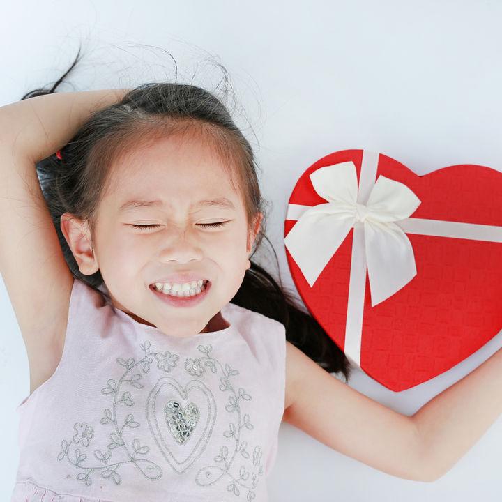 子どもと楽しむバレンタイン。手作りチョコレートやカードの簡単な作り方