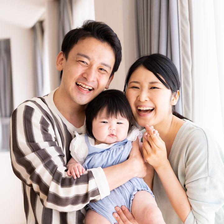 ハーフバースデーの家族写真。スタジオや家で撮影するときの服装など
