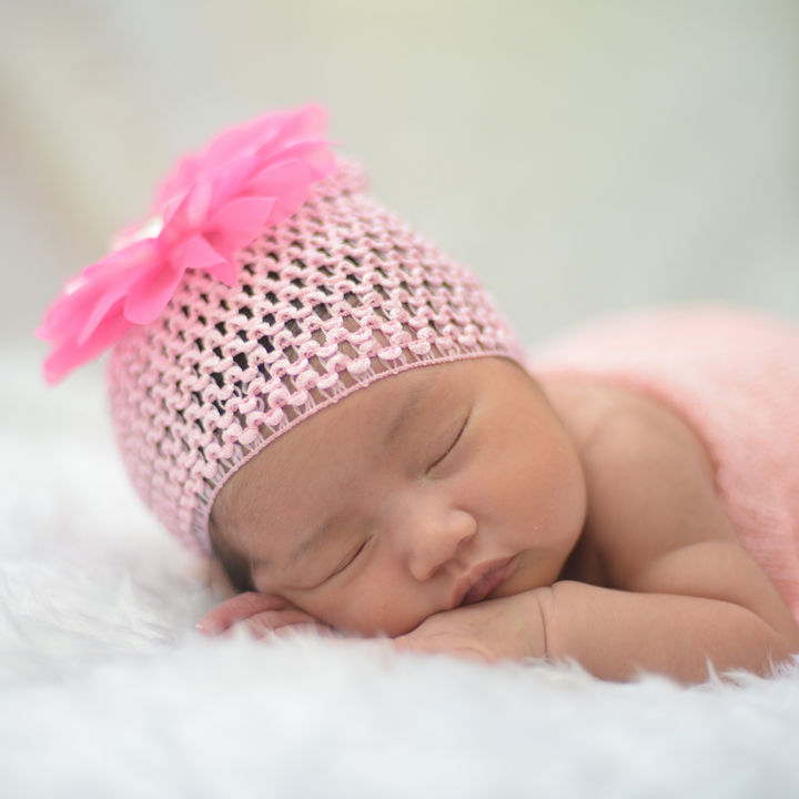 新生児に用意したいニット帽。素材や大きさ、選び方など