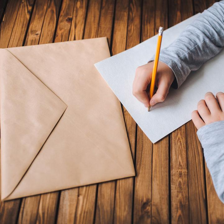 卒園するときの先生へのメッセージカード。書き方のコツや例文など