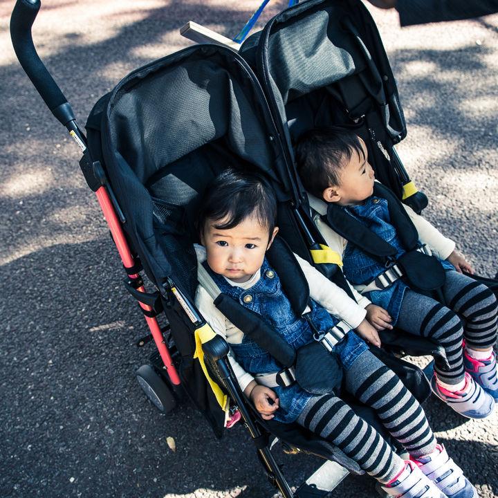 双子向けベビーカーの種類。横型や縦型など特徴から見る選び方