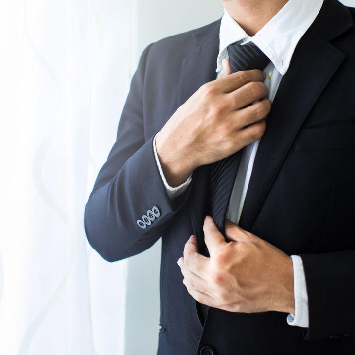 卒園式のパパのネクタイの選び方。小物使いや結び方の工夫など