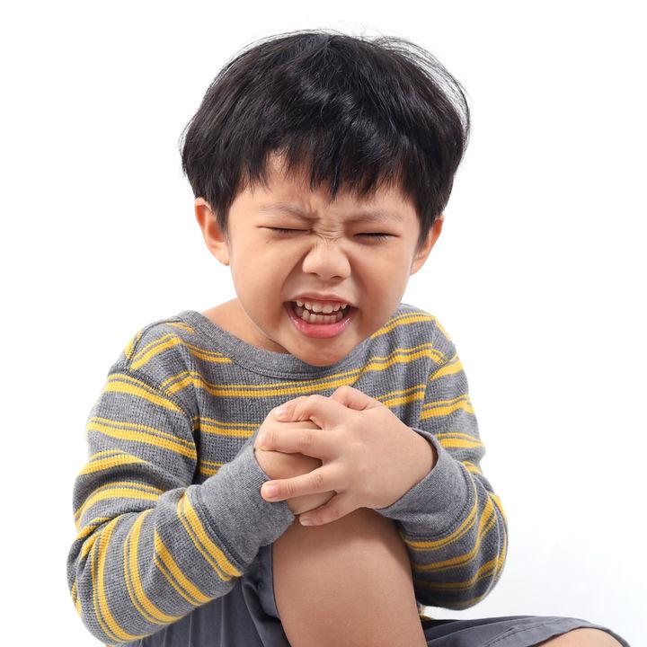 【整形外科医監修】膝の痛みなど、子どもの成長痛。症状や起こりやすい年齢