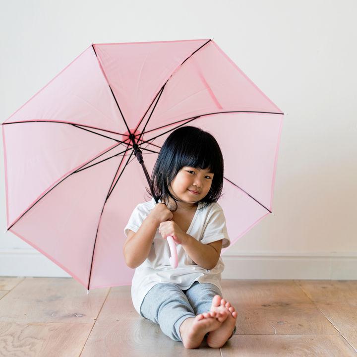 2歳の子どもに傘は必要?サイズなど選び方のポイント