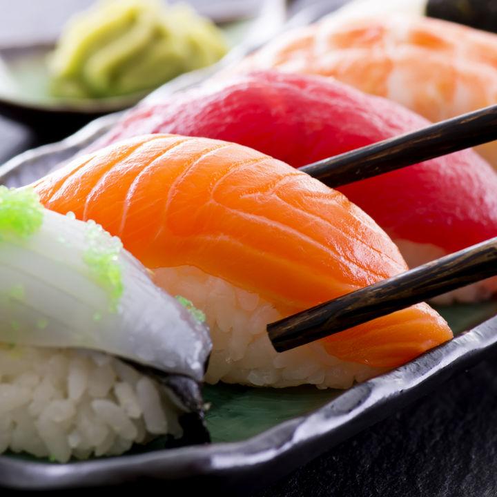 【産婦人科医監修】授乳中に寿司、刺身は食べても大丈夫?母乳への影響について