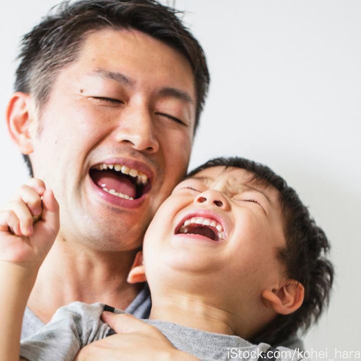 2歳の子どもが激しい人見知りをするとき。固まる理由や対応について