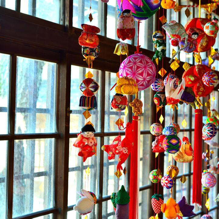 ひな祭りのつるし飾り。由来や意味、作り方や飾り方の工夫