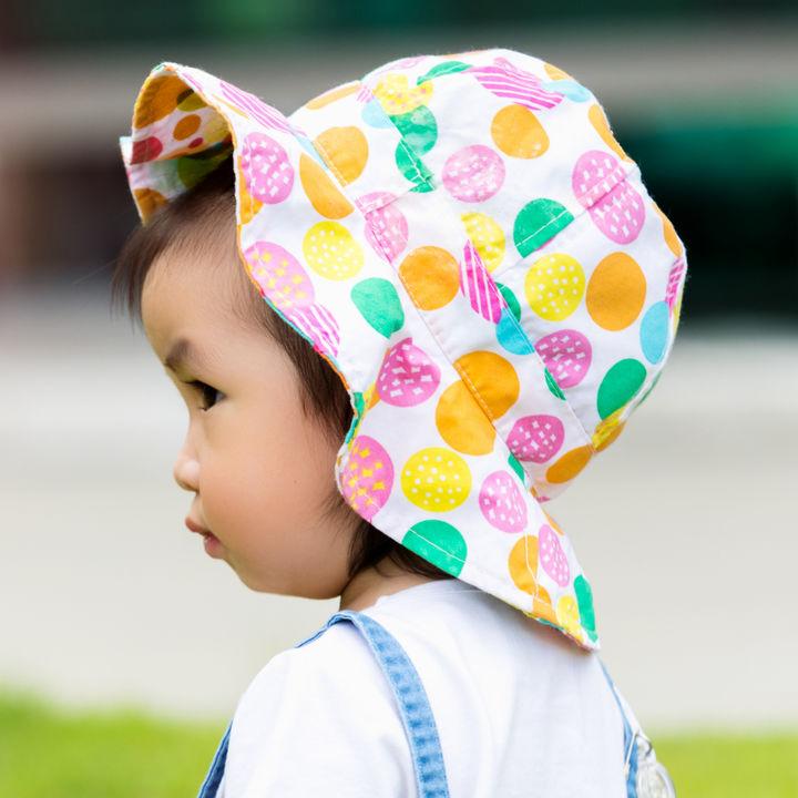 2歳の子どもに用意したい帽子。季節にあわせた素材やデザイン