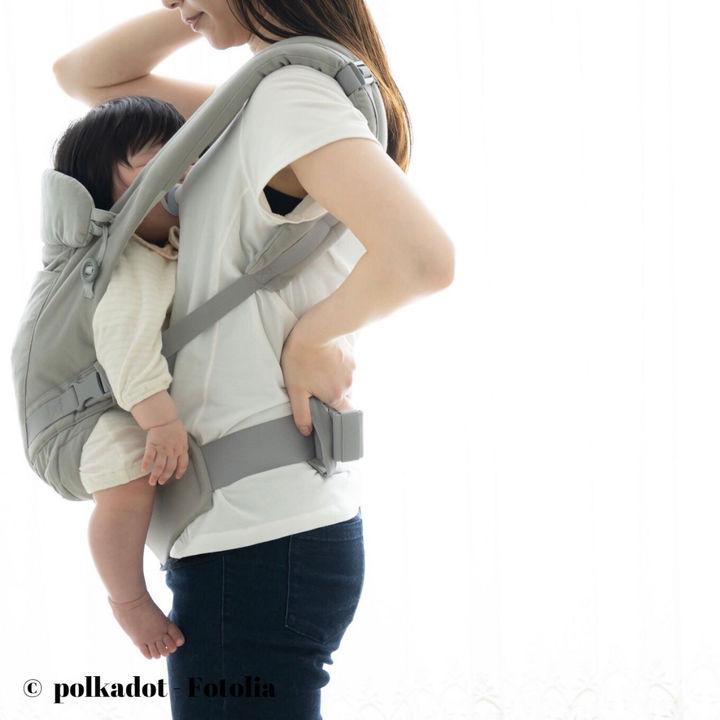 新生児の抱っこ紐は必要?横抱きタイプなど種類や使い方