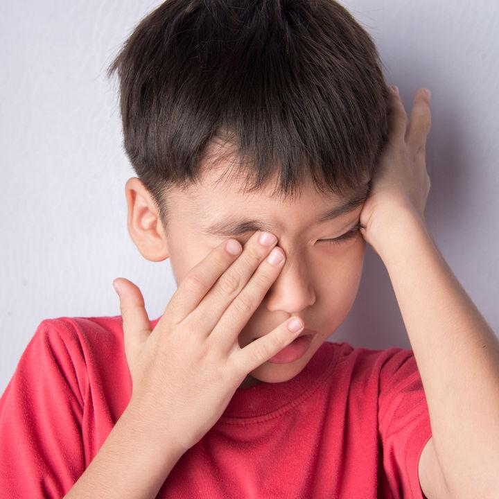 【小児科医監修】子どもの目がおかしい!子どものものもらいの症状と治療