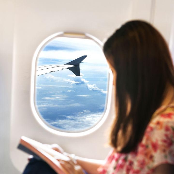 【産婦人科医監修】妊娠超初期の飛行機はご法度?旅行の可否や影響