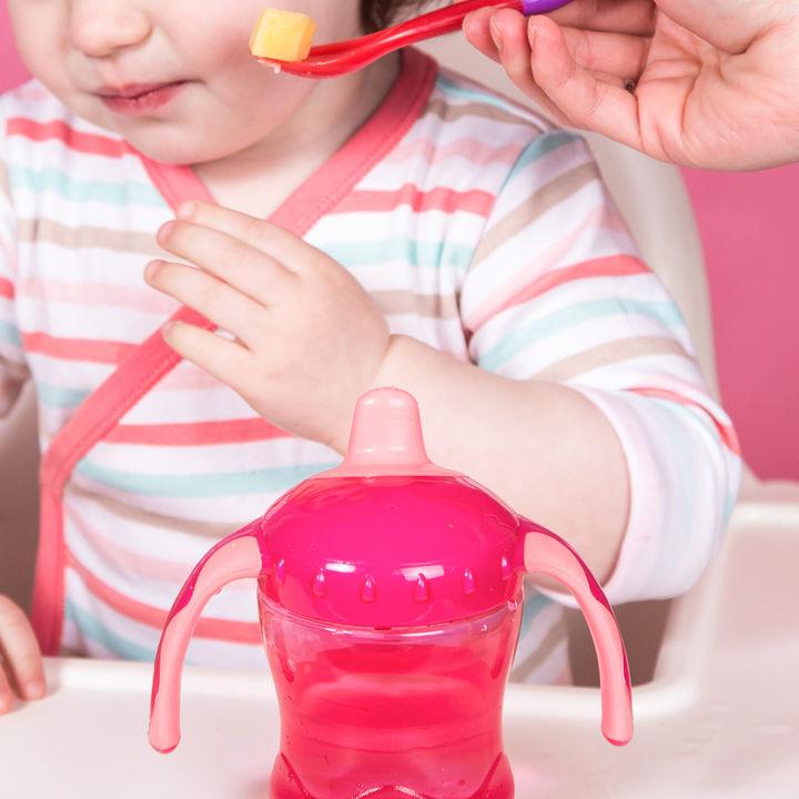 2歳の子どもがご飯食べないときどうする?食べないときの工夫や献立