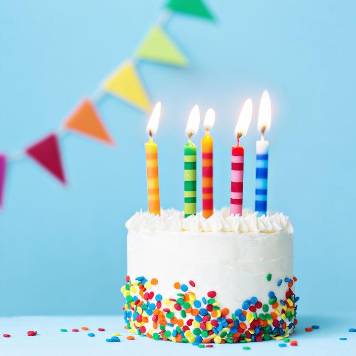 2歳の誕生日をケーキで祝おう。ヨーグルトを使った手作りレシピなど