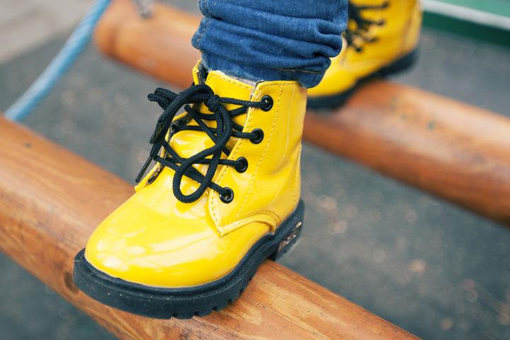 黄色の子供靴