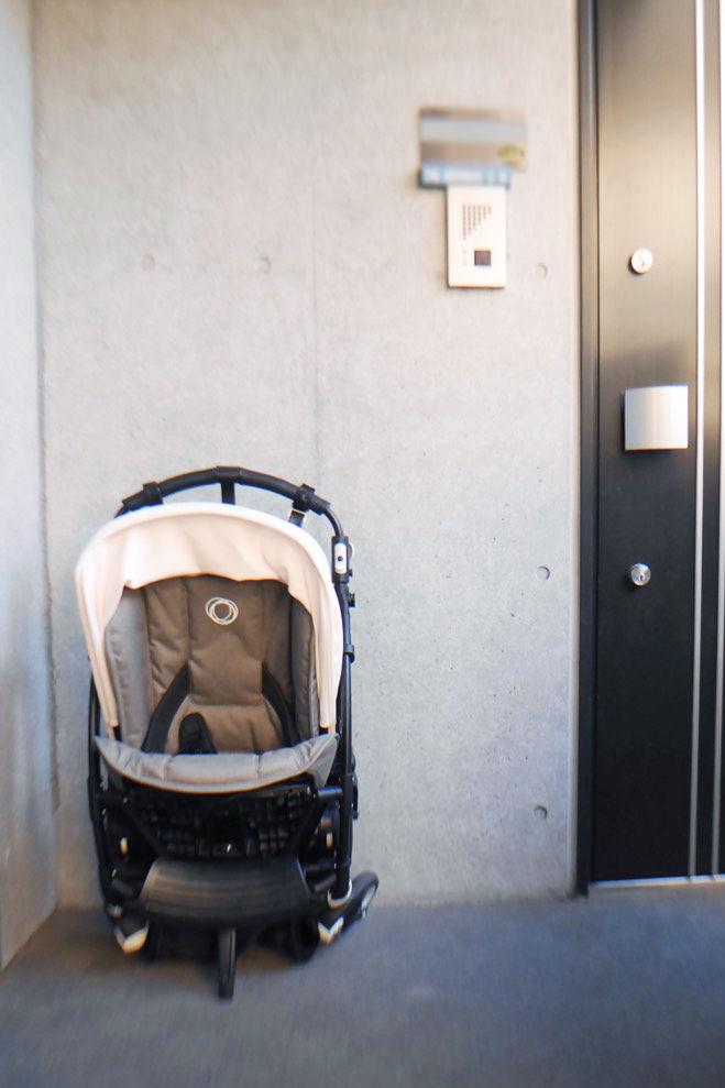 自立するバガブービー5のセルフスタンドで玄関も広々