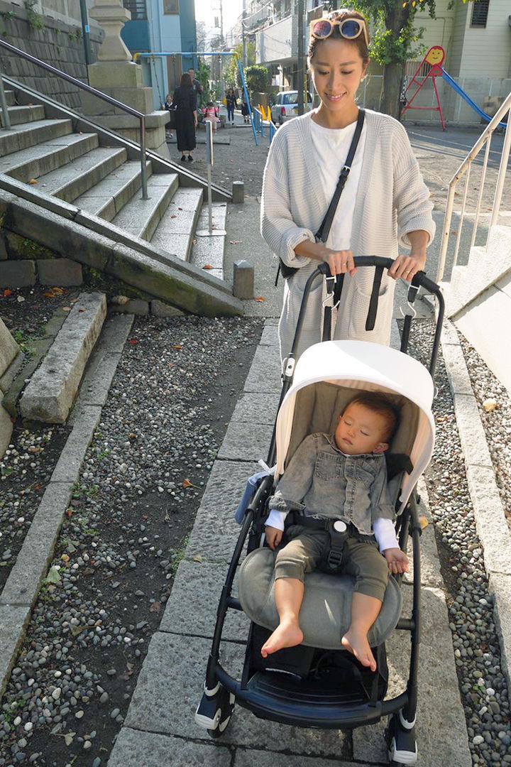 バガブービー5でぐっすりの赤ちゃんと中川じゅりさん