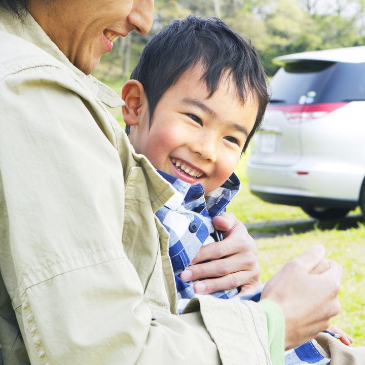 4歳の子ども「抱っこして」にどう対応する?歩かないときの工夫とは