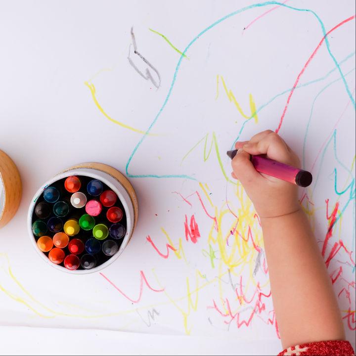 1歳の子どもに用意したいクレヨン。種類や選ぶときのポイント