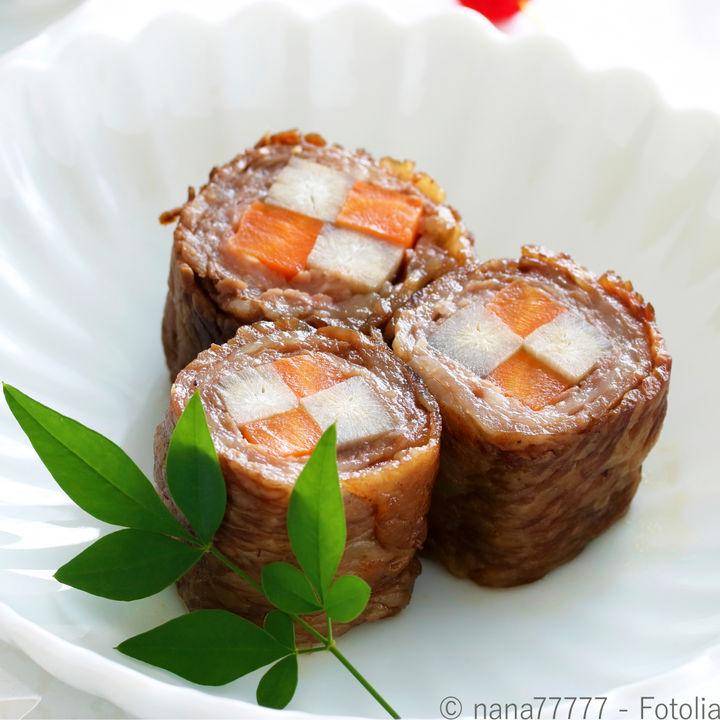 おせちに食べる牛肉の八幡巻き。料理の意味やレシピなど