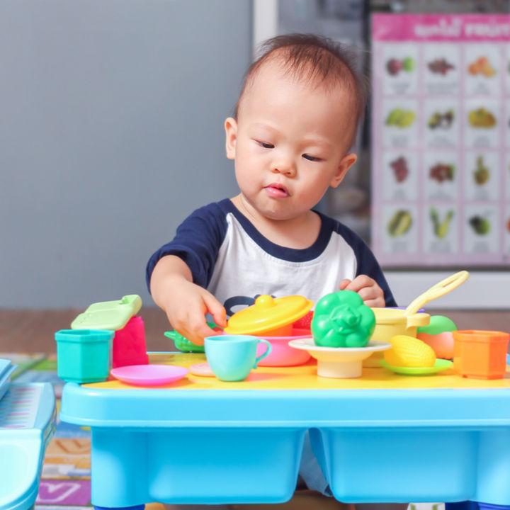 1歳児にプレゼントしたいおもちゃ。乗り物や長く使える知育玩具など