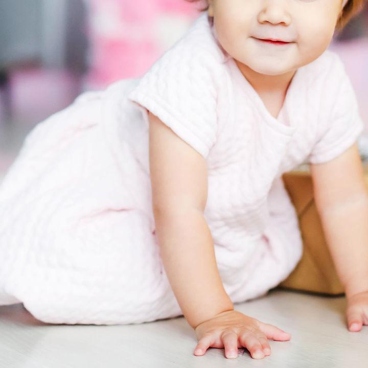 1歳の女の子の服。選び方やプレゼントにもらって嬉しかった服