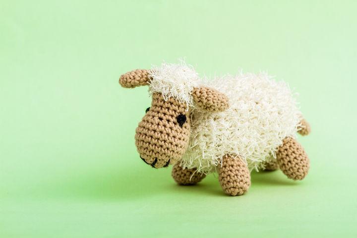 羊の編みぐるみ