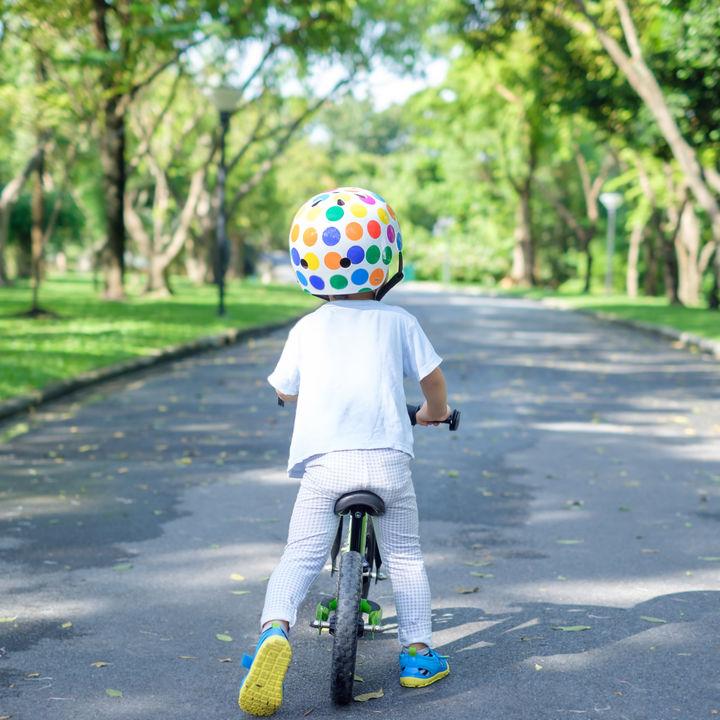 2歳児の自転車用ヘルメットの選び方。被るのを嫌がるときの対応など