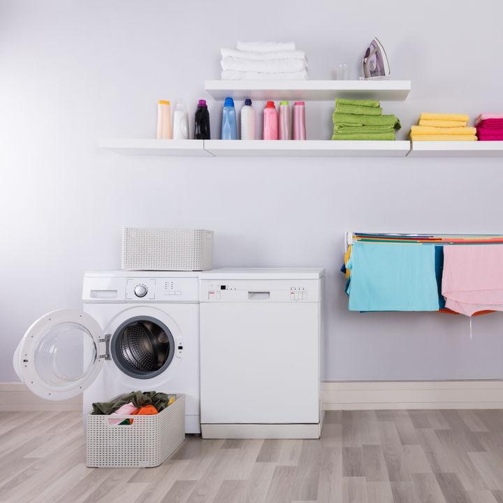 夜に洗濯をしたいときは?ママたちが意識したことや部屋干しのコツ